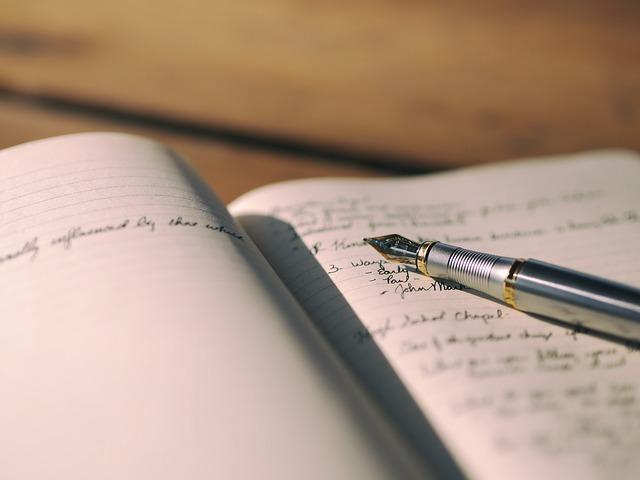 ordinateur portable, notes, stylo